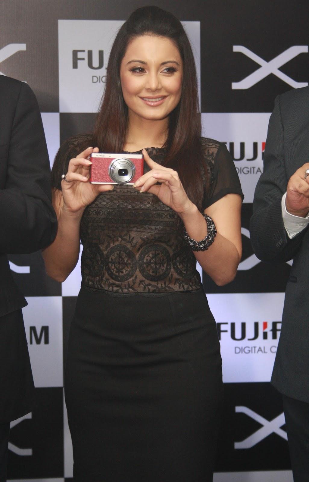 Minissha Lamba Looks Super At Fujifilms XF-1 Camera