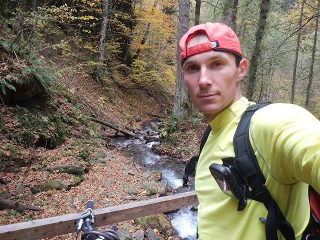 Андрей Думчев, туризм, ручей, лес, тропа, Nike, Red Fox