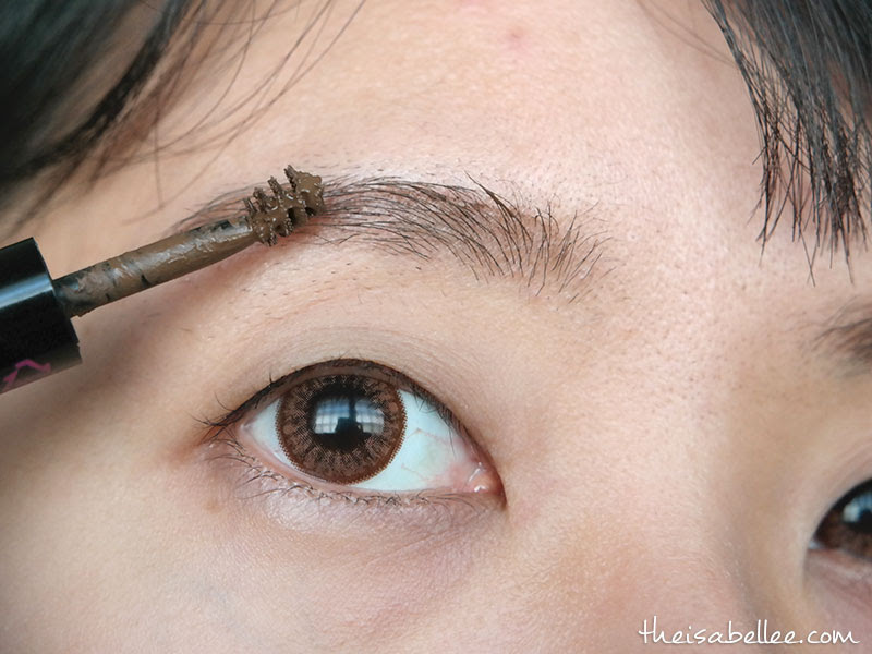 Applying Blingsome Dual Eyebrow Tint mascara