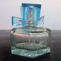 botol parfum berpita warna biru