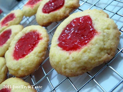 Resep Thumbprint Cookies dengan Selai Strawberry