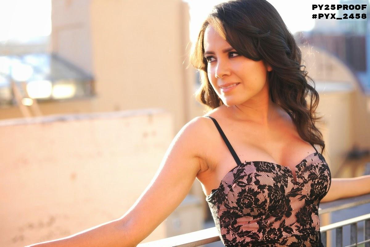 Sara Castro Cleavage