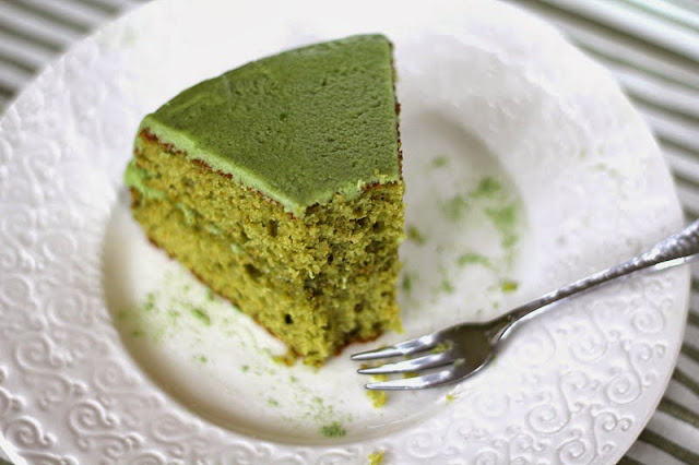 This Healthy Matcha Green Tea Cake with Matcha Frosting is so soft, fluffy, and sweet, it doesn't taste guilt free, whole grain, and low sugar one bit!