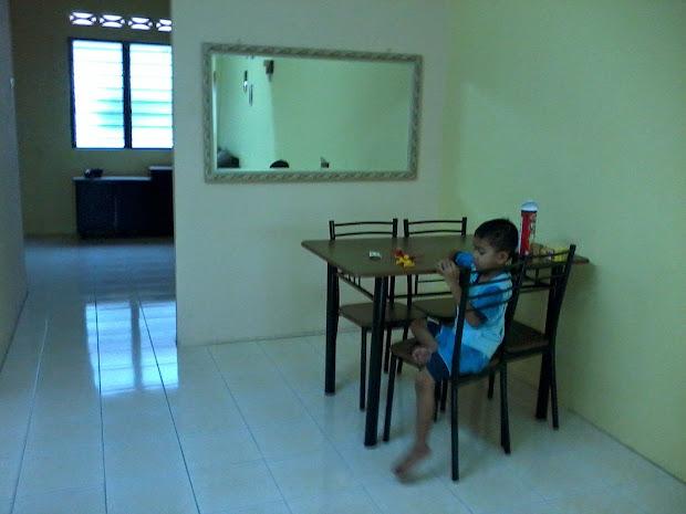 Ruang Tamu Rumah Kosong