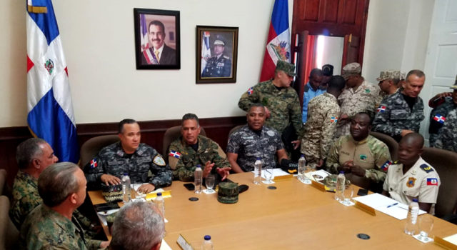 80c1bafc-guardias-en-frontera-haiti-640x350