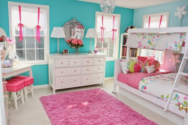 Tiny bed in the pink blue bedroom
