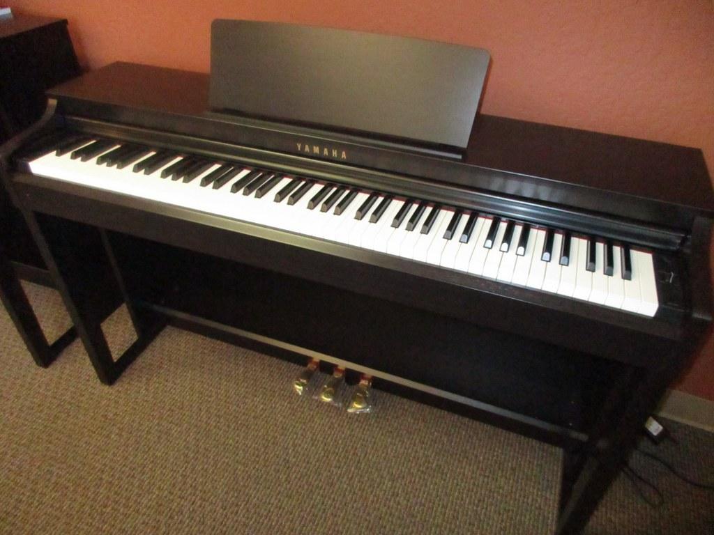 az piano reviews review yamaha clp525 digital piano. Black Bedroom Furniture Sets. Home Design Ideas