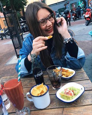 foto tumblr casual riendo comiendo