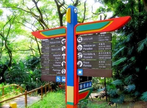 Bảng chỉ dẫn trong công viên Jurong