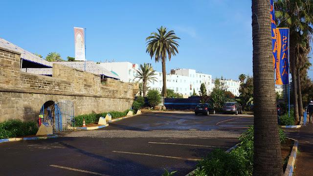 """Изображение стены форта """"Скала"""" на бульваре Альмоад в Касабланке"""