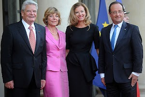 French Chic : Valerie Trierveyler a meeting with German President