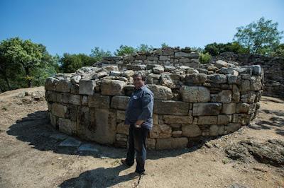Σισμανίδης: Οι πηγές που τον έπεισαν ότι βρήκε τον τάφο του Αριστοτέλη