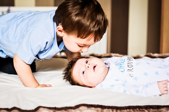 Newborn and sibling photography at home, mandy charlton, newcastle photographer