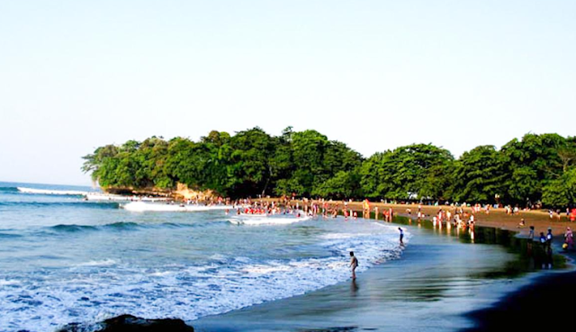 Destinasi Wisata Pantai Batu Karas