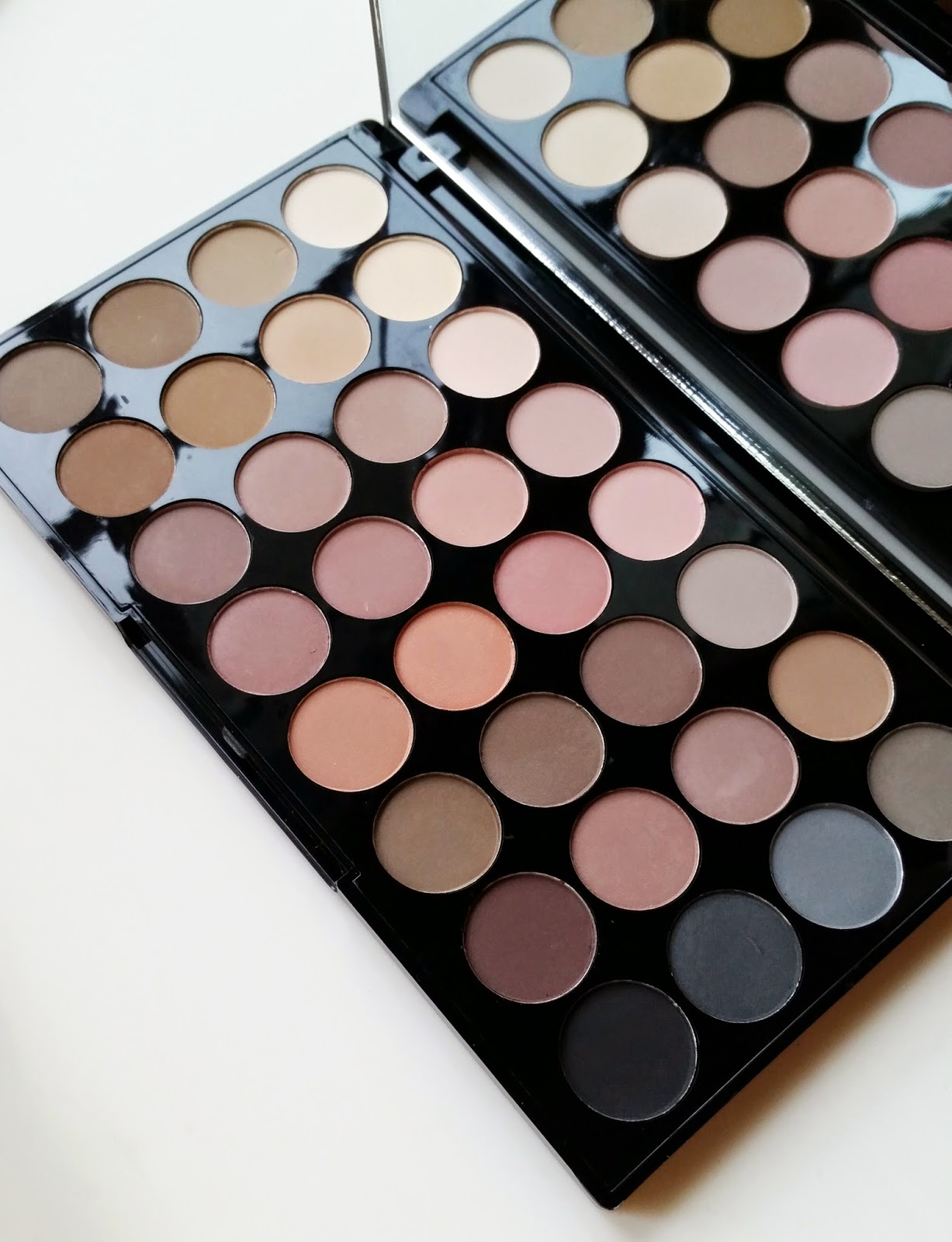 Eyeshadow Palette: Makeup Revolution Flawless Matte Ultra Eyeshadow Palette