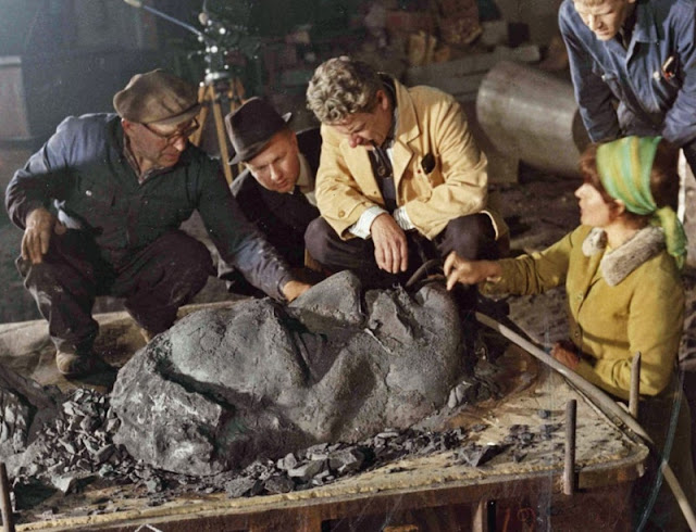 Photograph of the Finnish sculptor Eila Hiltunen creating the relief   of Jean Sibelius for the monument in Helsinki.