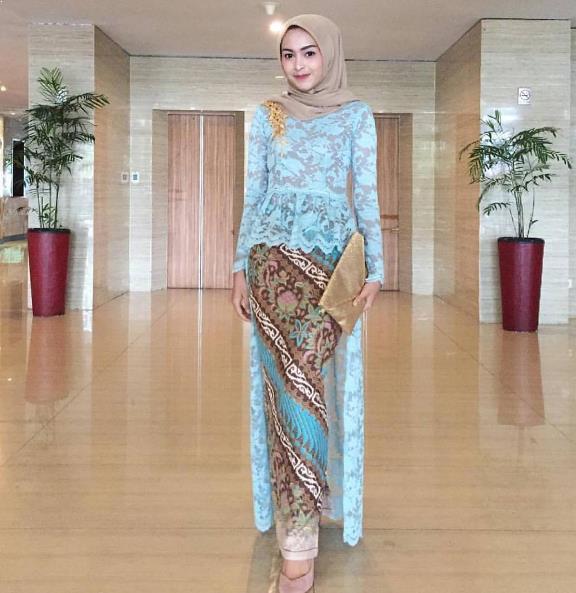 10 Model Baju Batik Sarimbit Modern Terbaru 2018: Model Baju Kebaya Batik Modern Terbaru