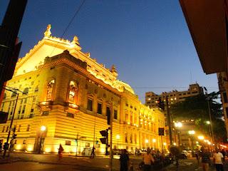 Os Fundos do Teatro Municipal de São Paulo