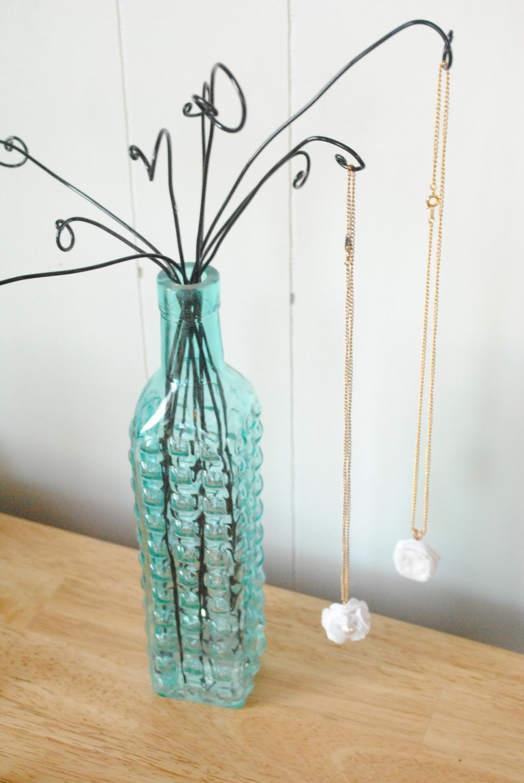Wire And Vase Necklace Or Bracelet Display Tutorial The