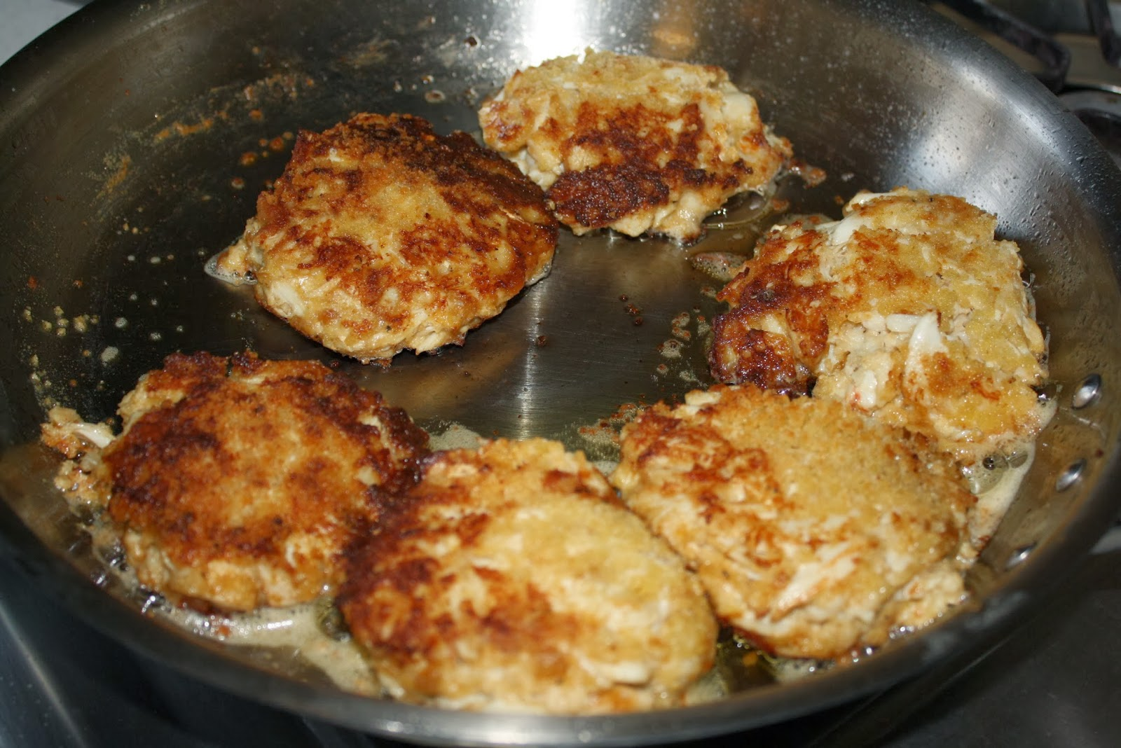 How Long Can Cooked Crab Cakes Sit Out