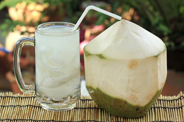 Kelebihan Minum Air Kelapa singkirkan toksin pada badan