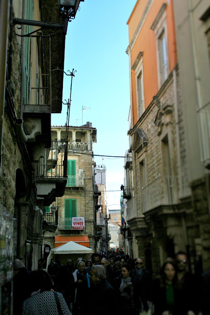 strada, centro storico, borgo antico, turisti, gente, evento
