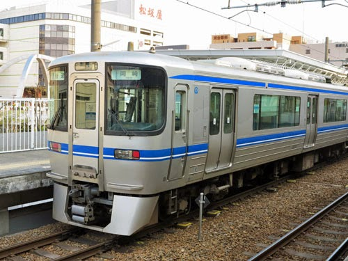 Aichi Loop Line train at Shin-Toyota Station