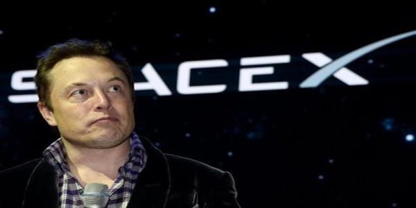 Έλον Μασκ: Τον Νοέμβριο η παρθενική εκτόξευση του πυραύλου Falcon Heavy της SpaceX