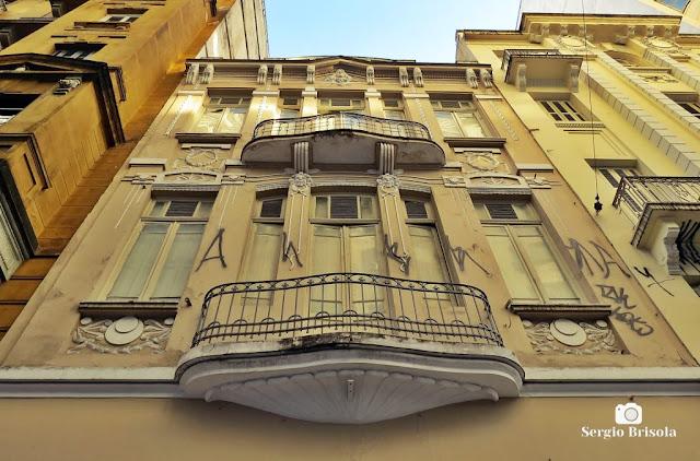 Vista da fachada de Prédio antigo na Rua 24 de Maio - República - São Paulo