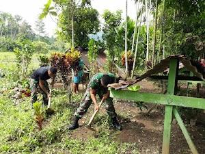 Manunggal TNI-Rakyat, Satgas Pamtas Lakukan Kerja Bakti Dengan Masyarakat Distrik Arso Timur