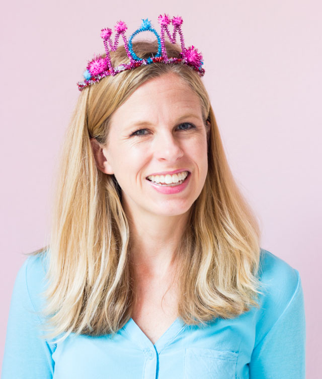 DIY Mothers Day gift - pipe cleaner Mom crown!