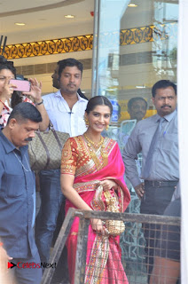 Actress Sonam Kapoor Launch Kalyan Jewellers Anna Nagar Showroom 0013.jpg