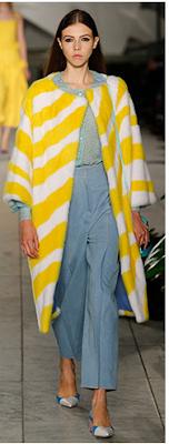 Look azul e amarelo alfaiataria