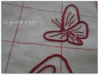 http://silviainpuntadago.blogspot.com/2011/08/farfalle-svolazzanti-ispirate-dalle.html