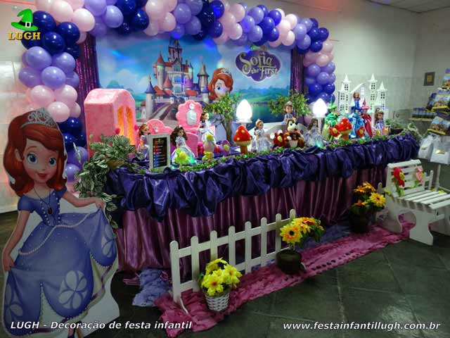 Mesa do parabéns decorada com a Princesa Sofia