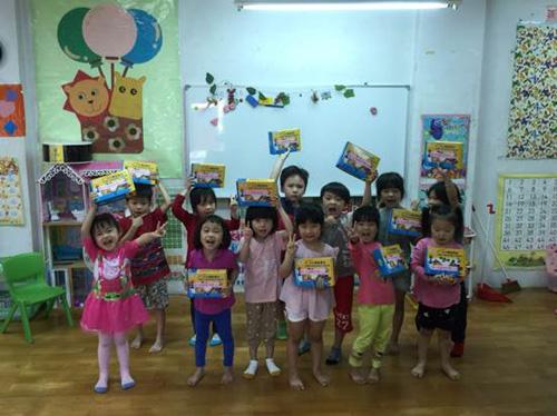 每個幼兒園小朋友都把積木舉高高!手腦並用是最棒的禮物!