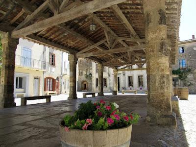 Antiguo mercado cubierto de Lagrasse. Ruta por el País de los Cátaros. Francia