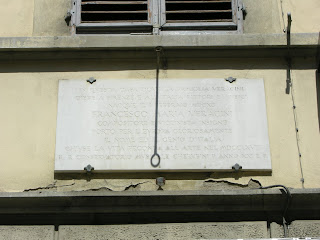 A plaque marks the house in Via Palazzuolo where the violinist was born in 1690