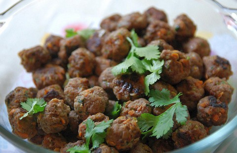 Fiery beef meatballs with cinnamon