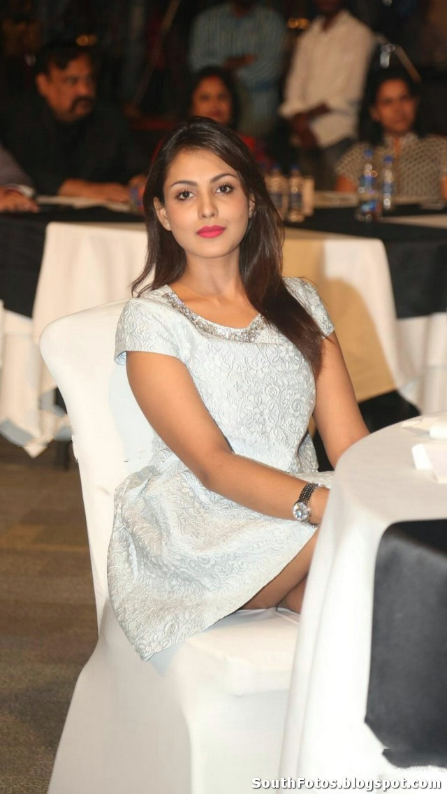 Madhu Shalini Hot Photos