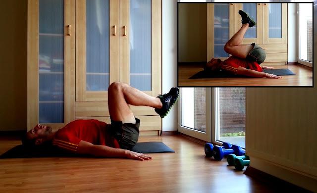 Przyciąganie kolan do klatki piersiowej w leżeniu