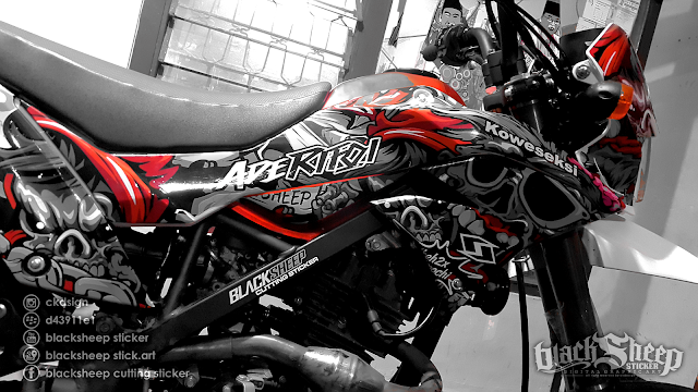 Kawasaki Dtracker 150 new zombie cutting sticker (dark red)