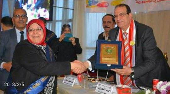 محافظ الدقهلية يكرم مديرة مدرسة طلخا الرسمية المتميزة للغات 1