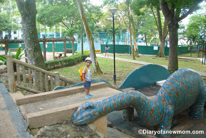 Dinosaurs in Singapore - Fu Shan Garden