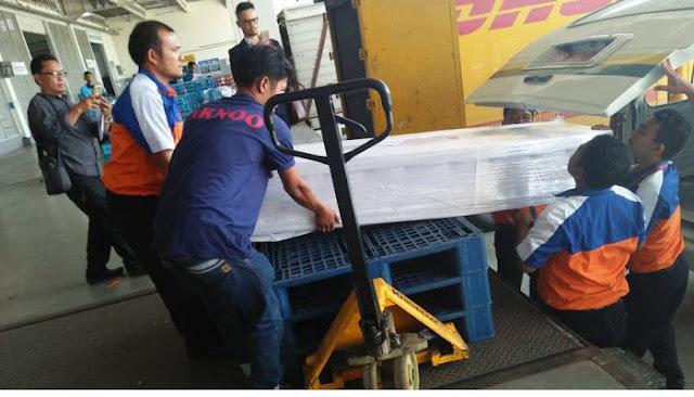 Jenazah TKW asal Sumut yang diperkosa dan dibunuh di Malaysia saat tiba di Bandara Kuala Namu