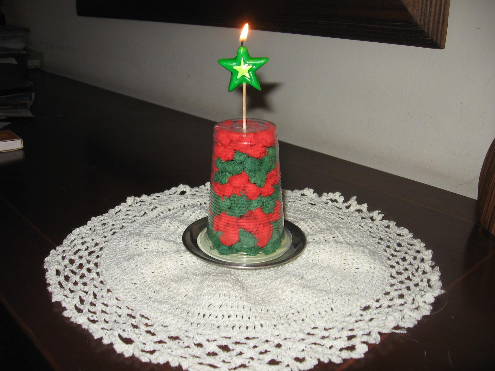 Como Hacer Un Arbolito De Navidad Reciclando Un Vaso De Plastico - Arbol-de-navidad-con-vasos-de-plastico