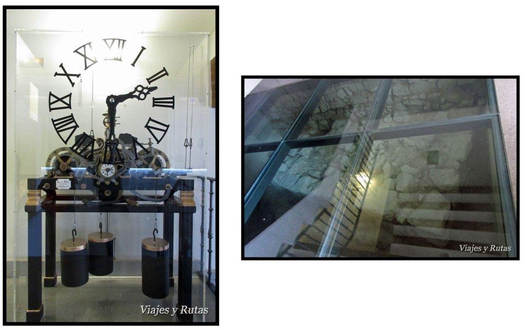 Reloj y restos murarios