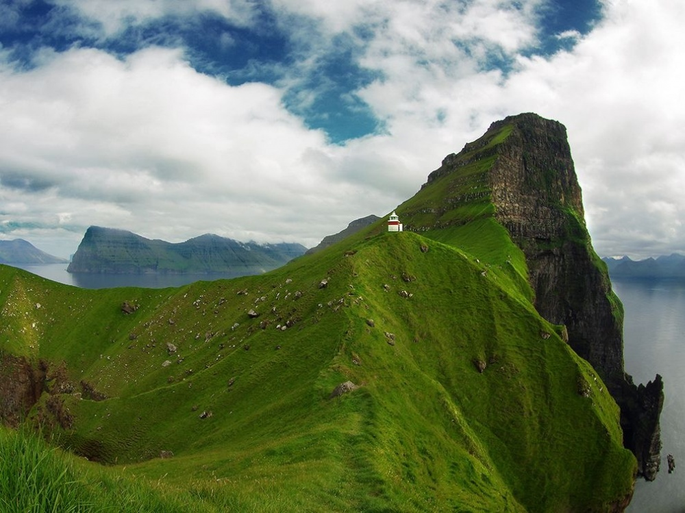 The 100 best photographs ever taken without photoshop - Kallur lighthouse on picturesque cliffs on Kalsoy island, Faroe Islands