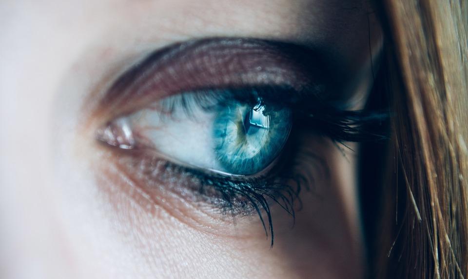 How to Select Eye Creams for Sensitive Eyes Suffering Eye