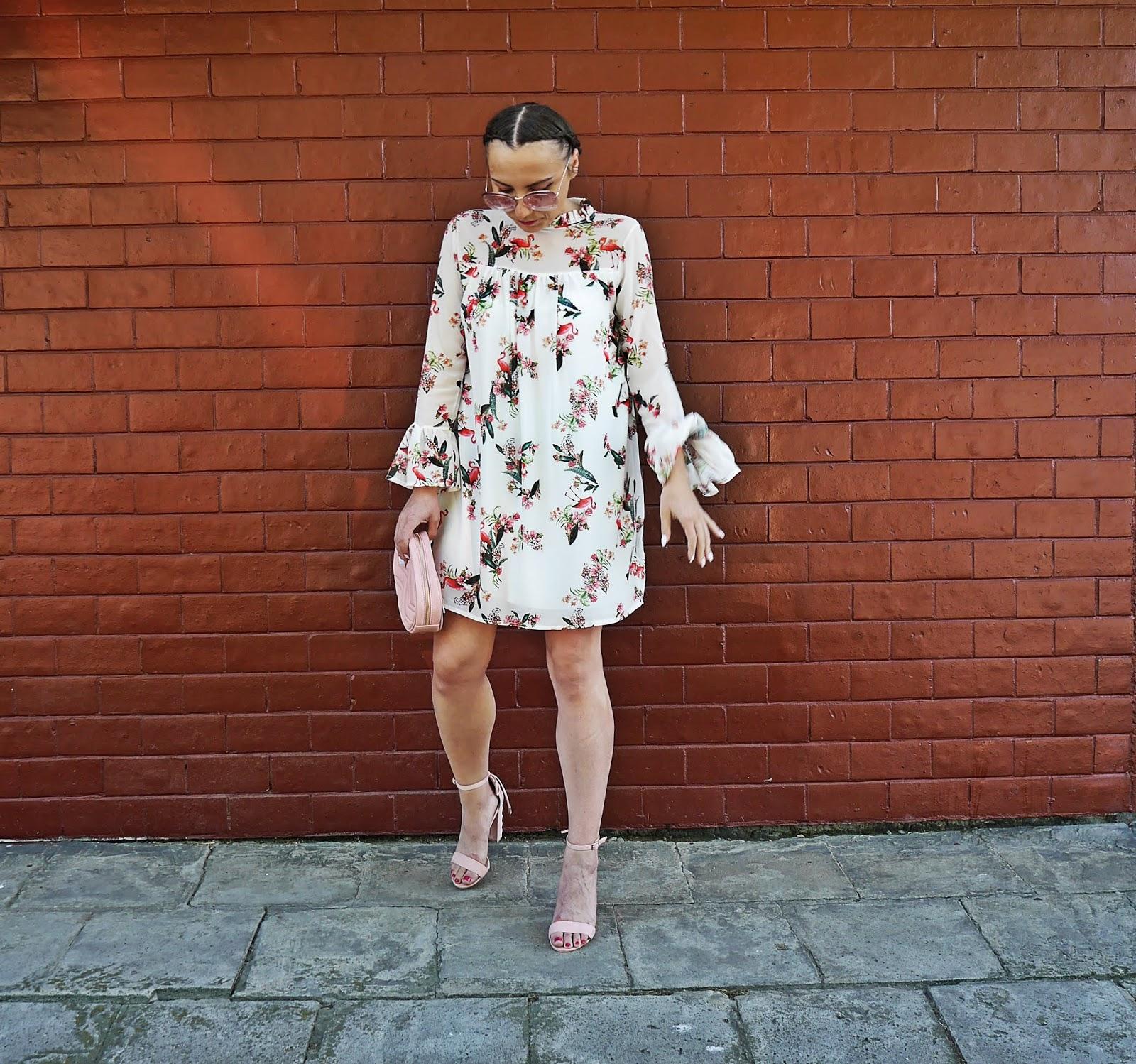 8_sukienka_we_flamingi_renee_szpilki_rozowe_torebka_nerka_rozowa_karyn_blog_modowy_300518